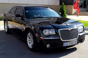 Черный Chrysler 300C
